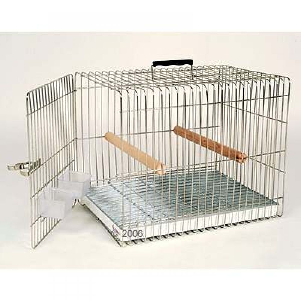 The Essegi Carry cage contains extensive equipment for the transportation of parrots and large parakeets