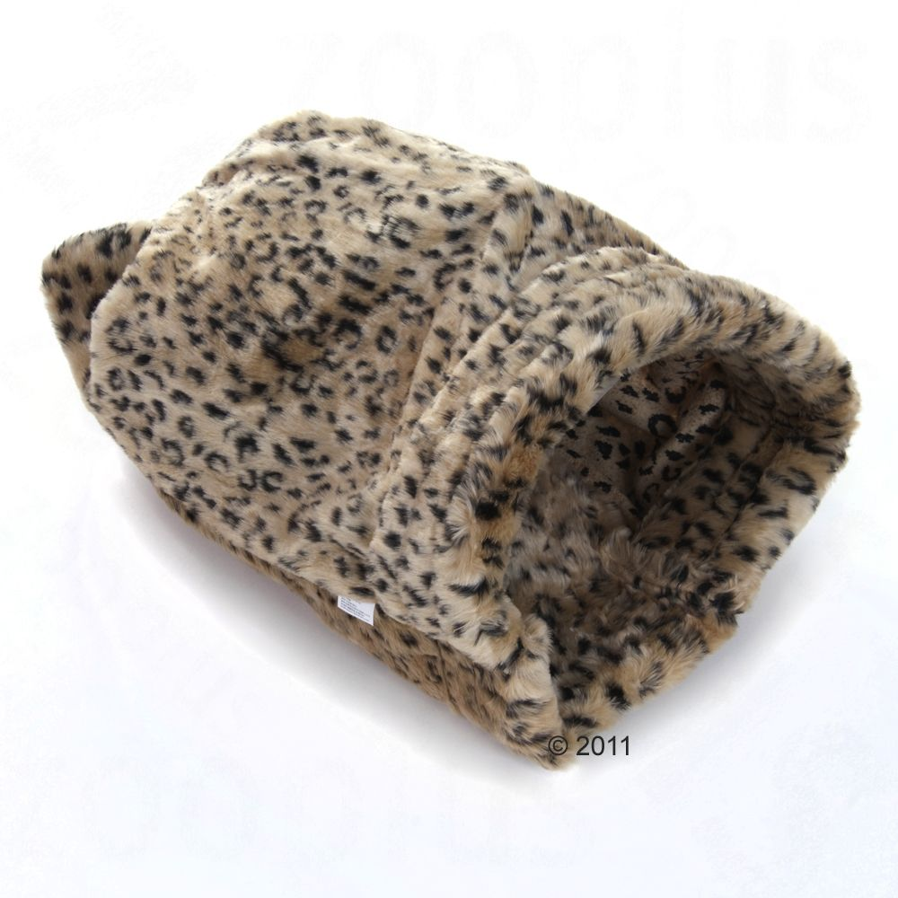The perfect thing for all tabbies and toms a cozy plush bag with tiger or leopard design