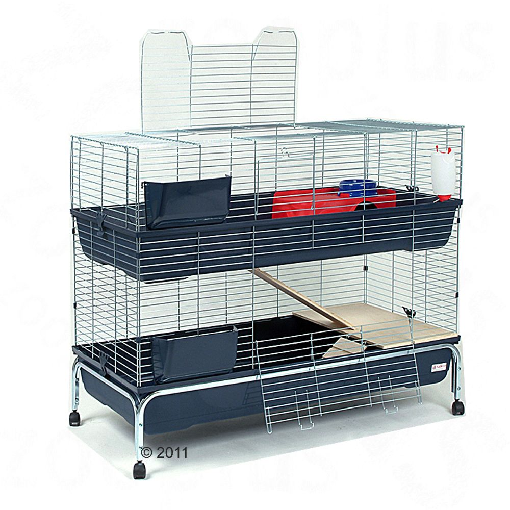 The Essegi Cage Baffy is two-tiered and equipped with high-quality plastic bases