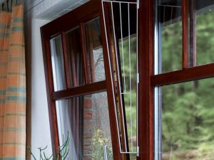 Trixie Protective Fencing for Tilting Windows White Format 02:00 Top or Bottom of Window